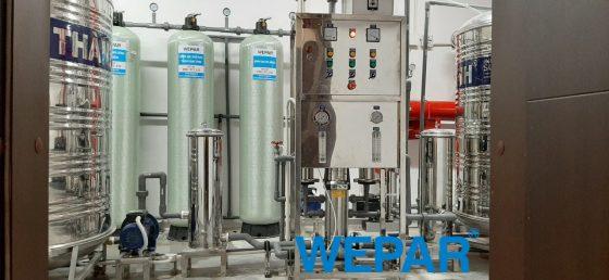 Máy lọc nước công nghiệp cho cơ sở kinh doanh quy mô lớn.
